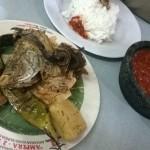 Makan Ikan Sambel Trasi di Warung Ampera Cikini